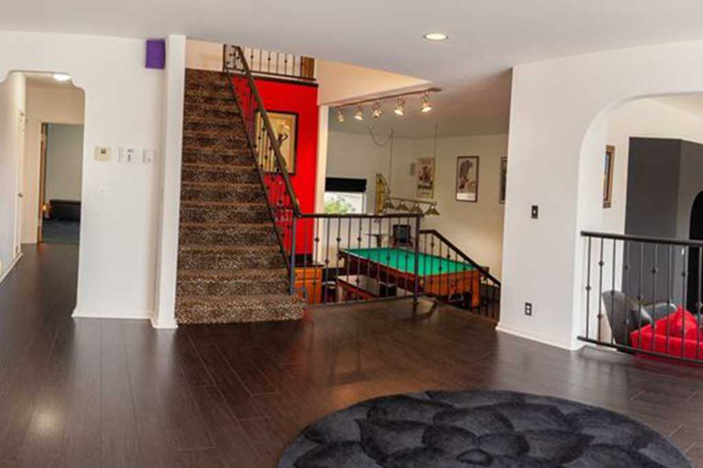 637 Whiting St Stairway