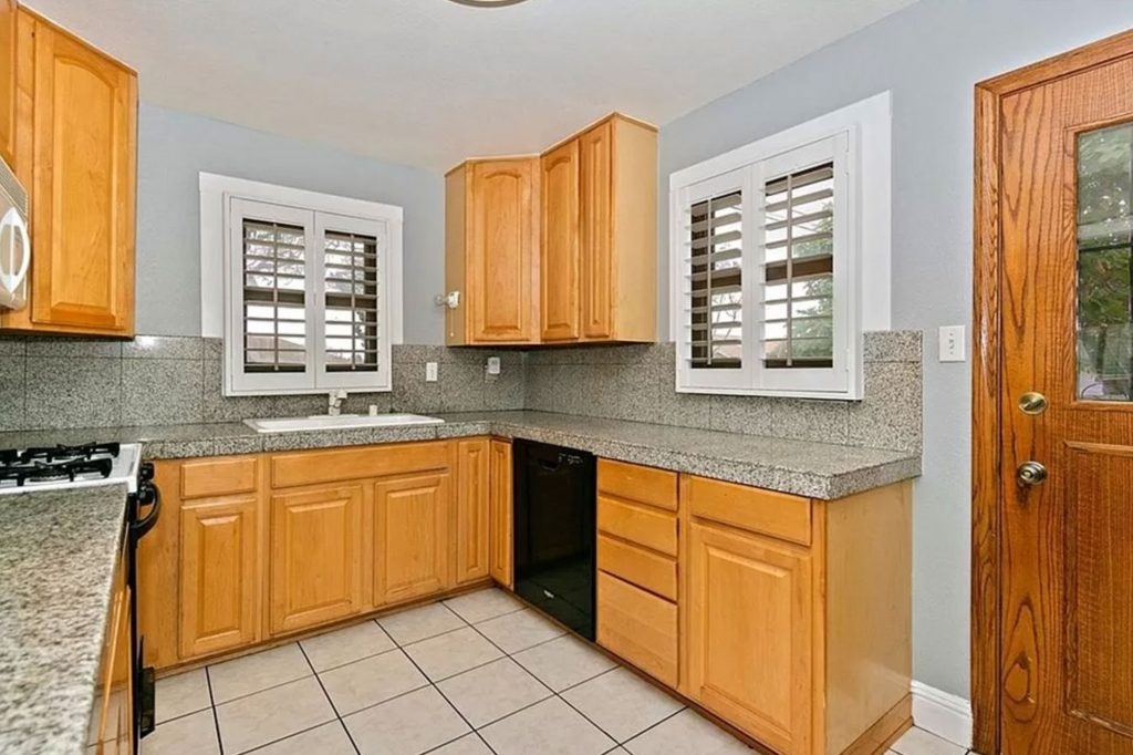 935 Cypress St Kitchen